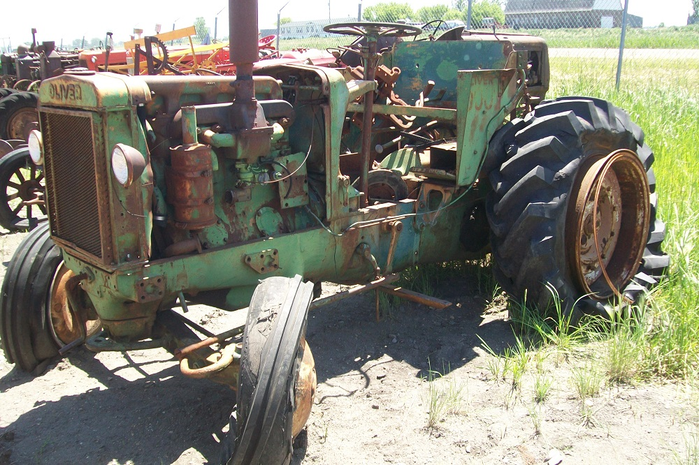 OLIVER900TRACTOR2213