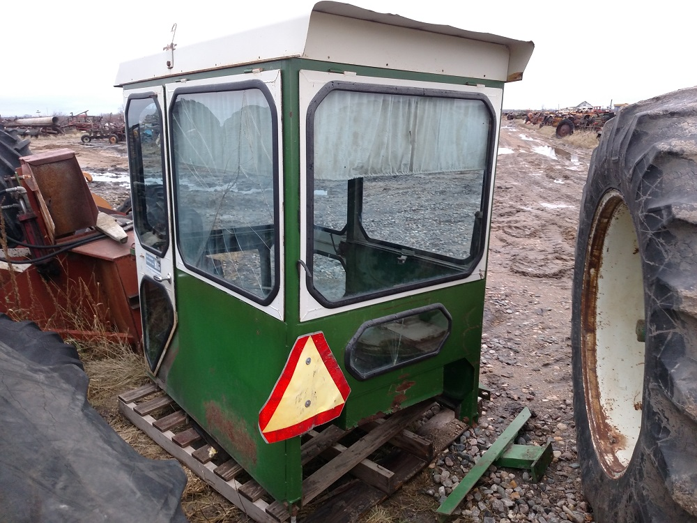 OLIVER1650TRACTORCAB553
